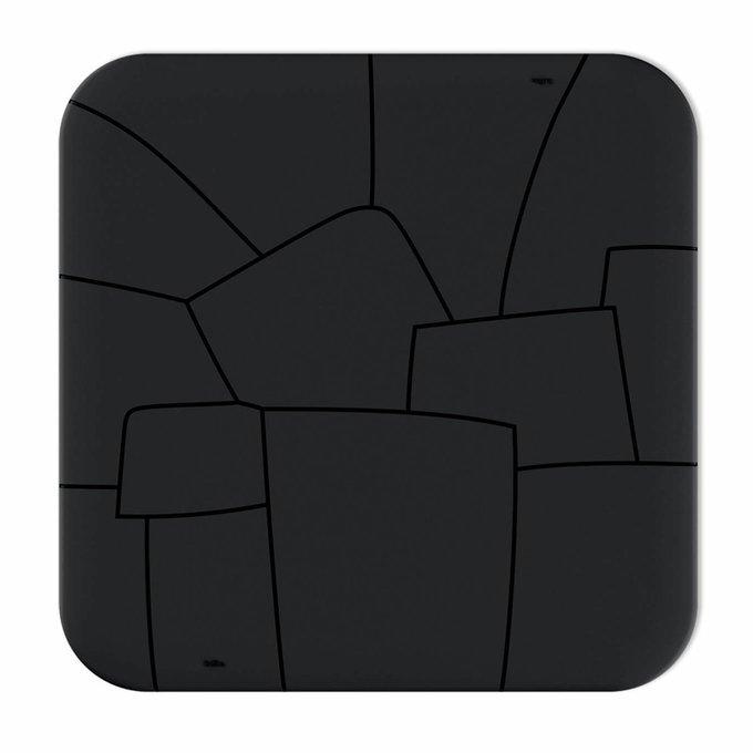 Стол обеденный черного цвета
