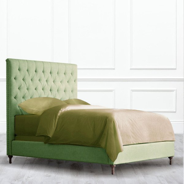 Кровать Raleigh с прямой спинкой из массива с обивкой зеленого цвета 160х200