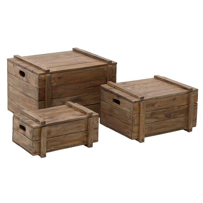 Набор из трех деревянных сундуков