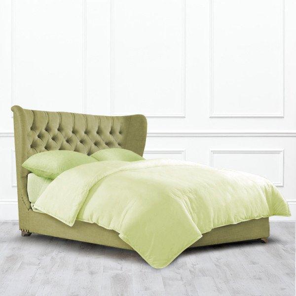 Кровать Raleigh с изогнутой спинкой из массива с обивкой зеленого цвета 160х200