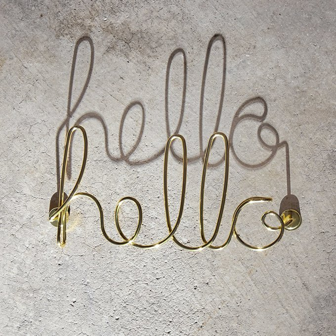 "Декор для стен Umbra ""hello"" латунь"
