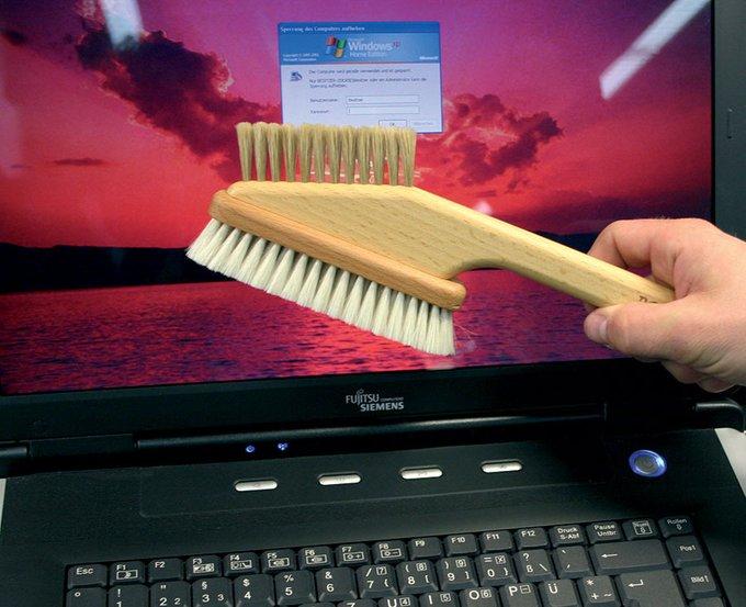 Щётка для компьютера из дерева