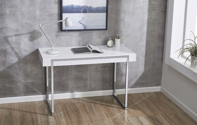 Письменный стол с ящиком
