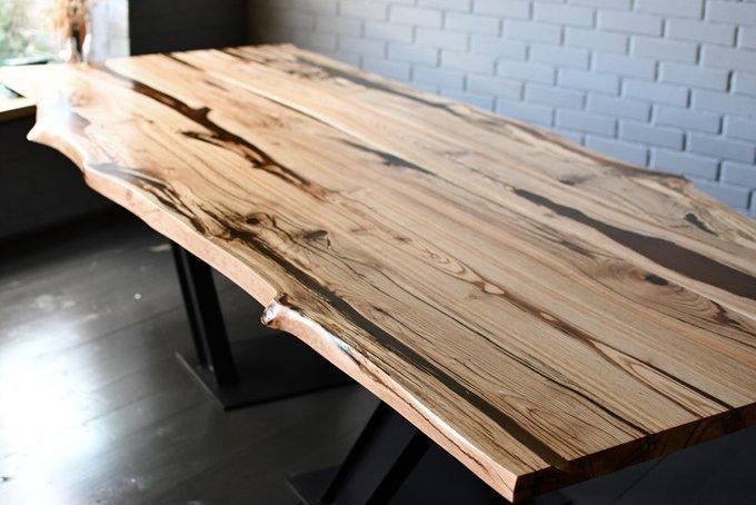 Переговорный стол Black & Nature со столешницей из слэбов дуба