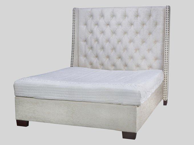 Кровать декорирована молдингами 200х180