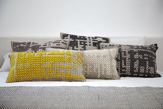 Подушка GAN Abstract из натуральной шерсти
