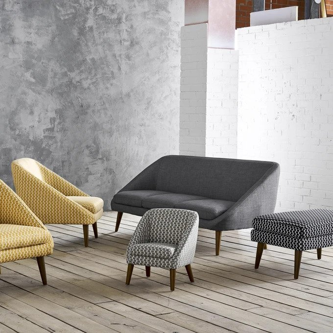 Прямой диван трехместный Smon серо-белого цвета