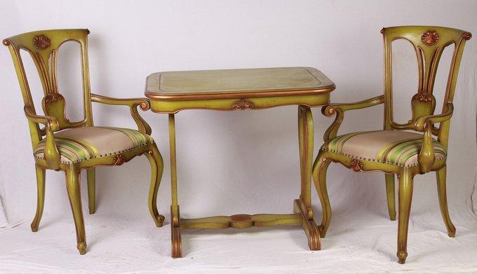 Кофейный стол со стульями