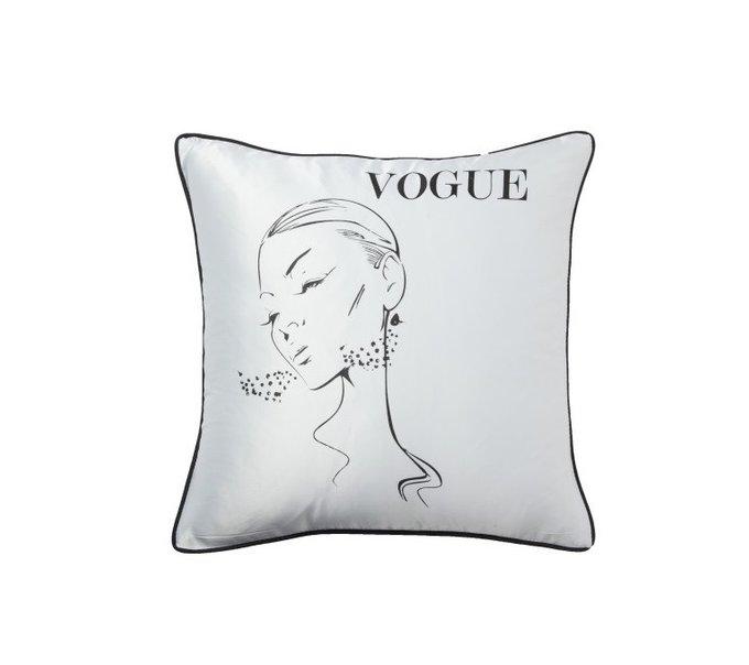 Подушка с надписью Vogue