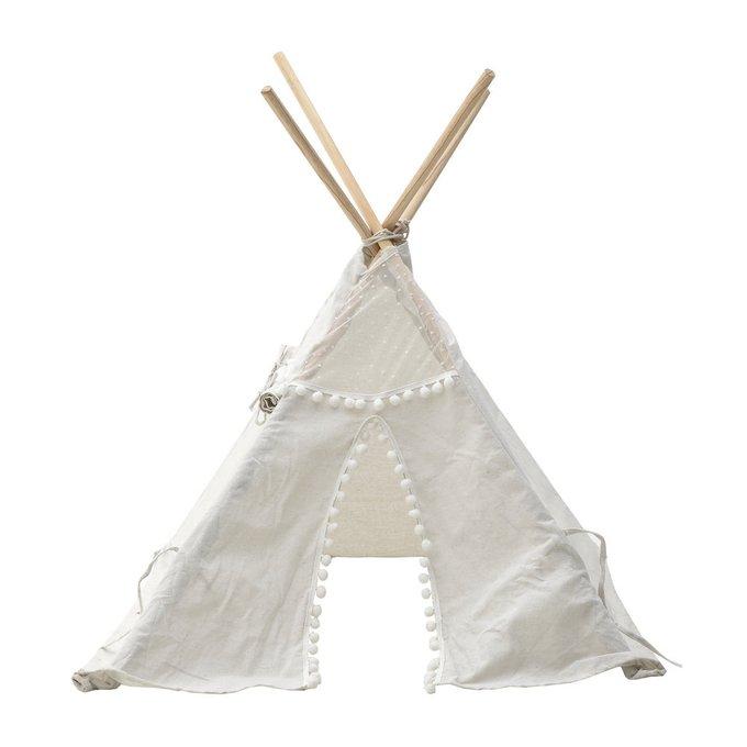 Вигвам белого цвета из дерева и ткани