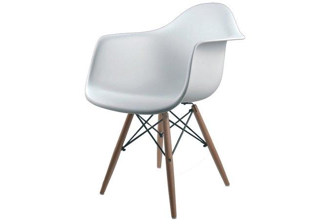 белый пластиковый стул
