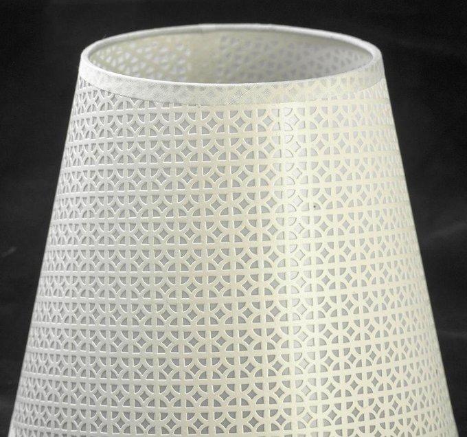 Настольная лампа с абажуром из пластика