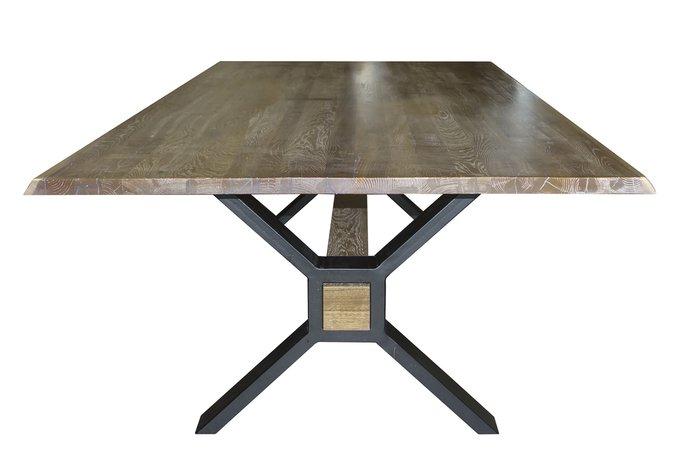 Обеденный стол с дубовой столешницей