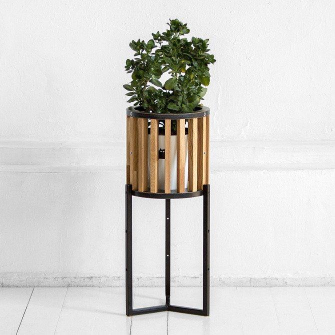 Кашпо Куг в натуральном цвете дуба с черным металлом