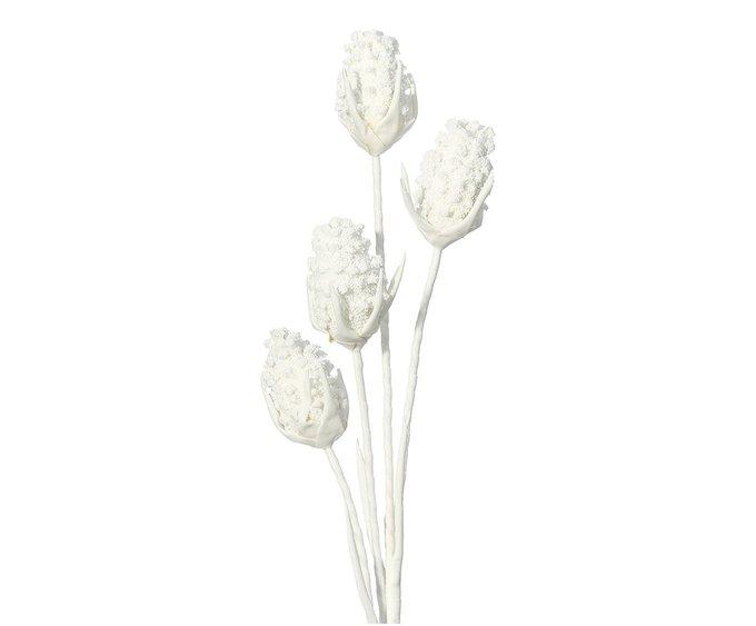 Искусственный цветок белого цвета
