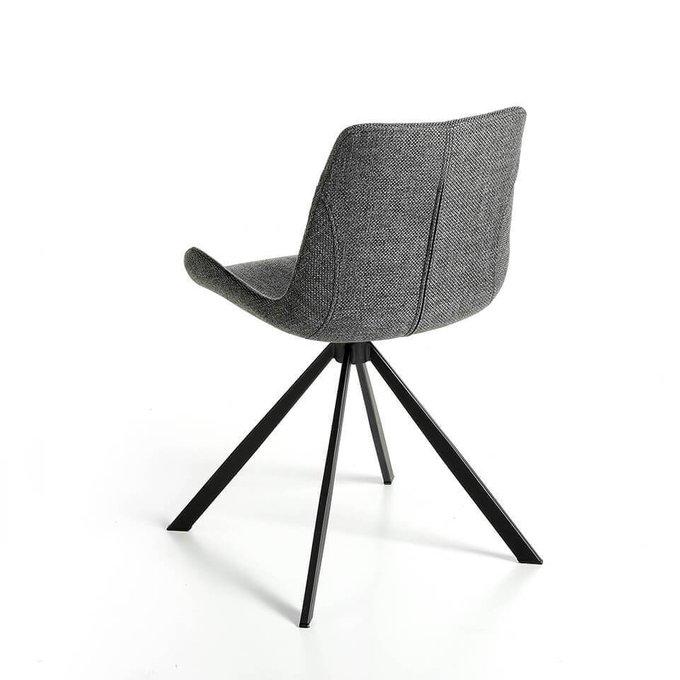 Вращающийся стул серого цвета