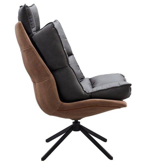 Кресло серо-коричневого цвета с металлическим основанием