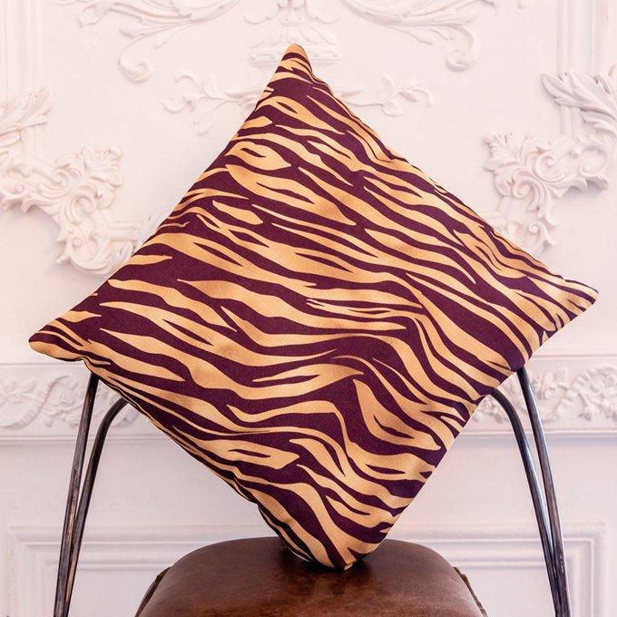 Интерьерная подушка Зебра бордово-золотого цвета