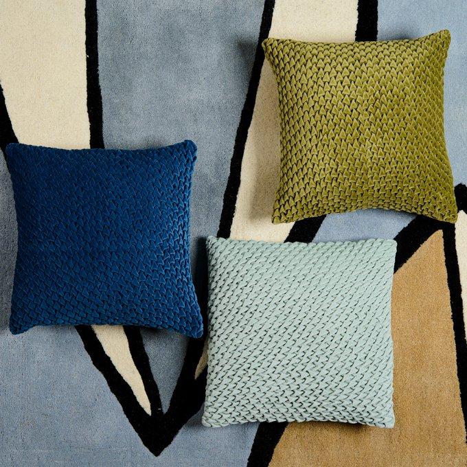 Подушка декоративная стеганая Essential из хлопкового бархата оливкового цвета