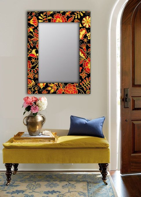 Настенное зеркало Цветочная поляна в раме из массива сосны 65х65