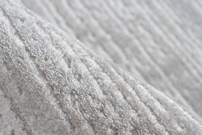 Ковер Triomphe Silver серого цвета 80х150