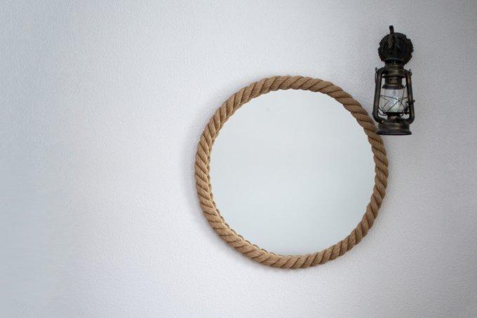 Настенное зеркало круглой формы в канате