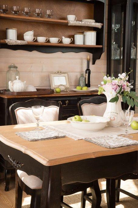 Обеденный стол малый из массива дерева