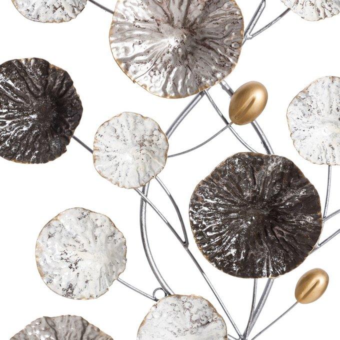 Декор настенный бело-серебряного цвета