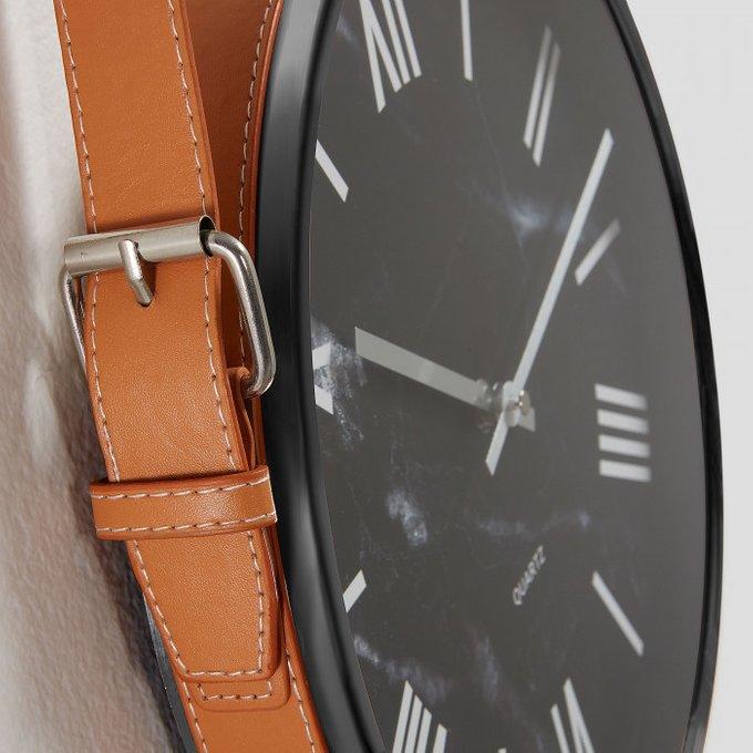 Настенные часы Mellie из черного пластика