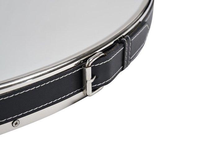 Настенное зеркало в металлической раме на подвесе