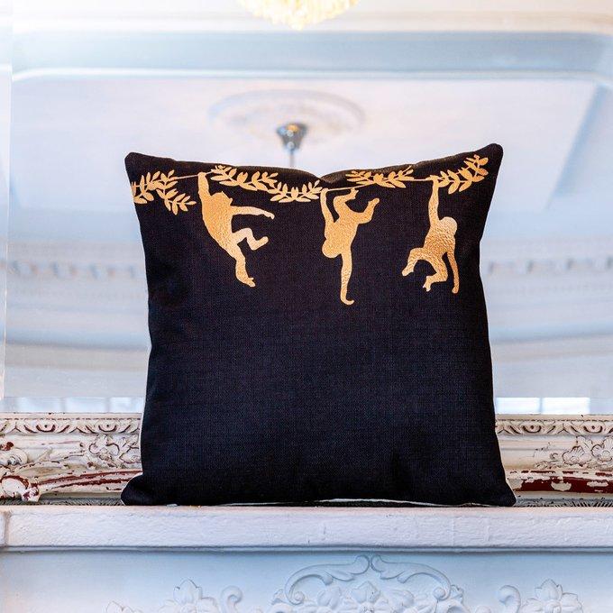 Интерьерная подушка Три сестры черного цвета