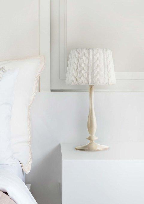 Настольная лампа Lana с абажуром белого цвета
