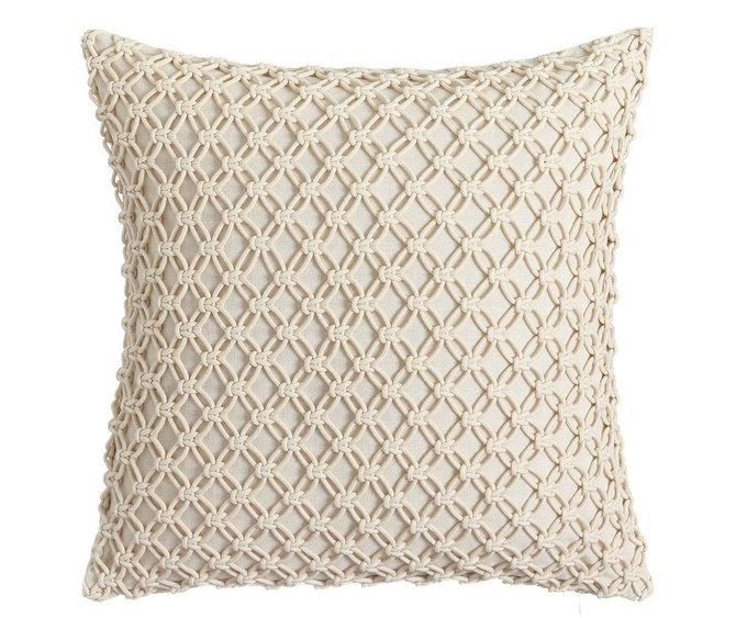 Декоративная подушка бежевого цвета