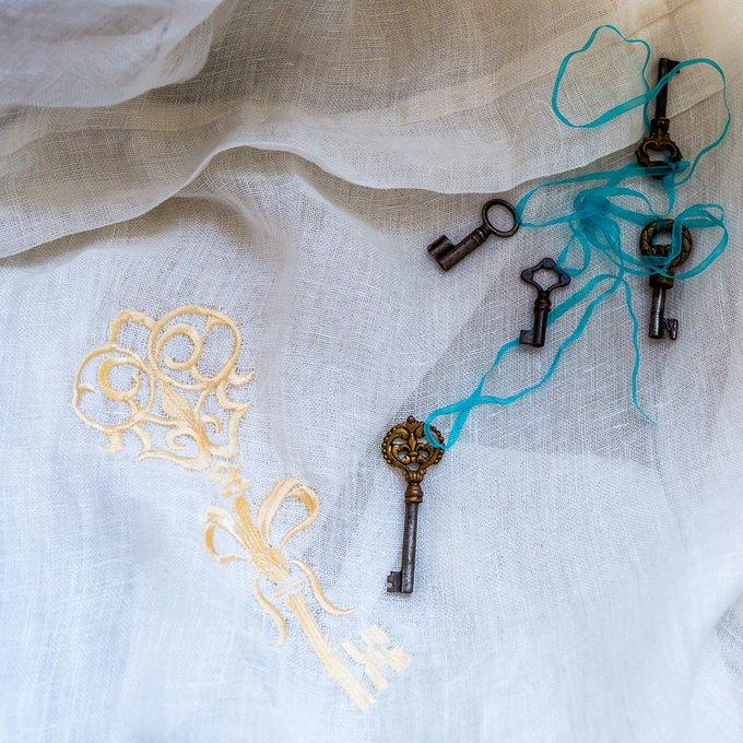 Штора Волшебный ключ белого цвета