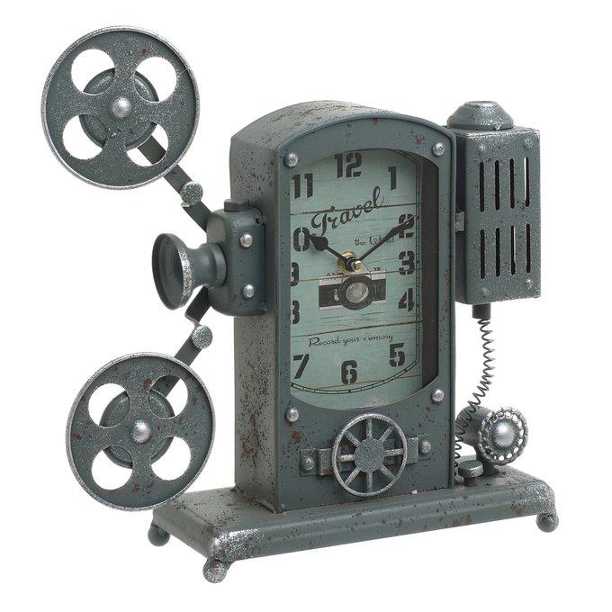 Настольные часы из металла серого цвета