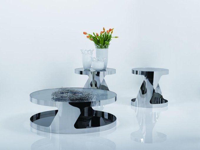 Низкий журнальный столик из стали и закалённого стекла