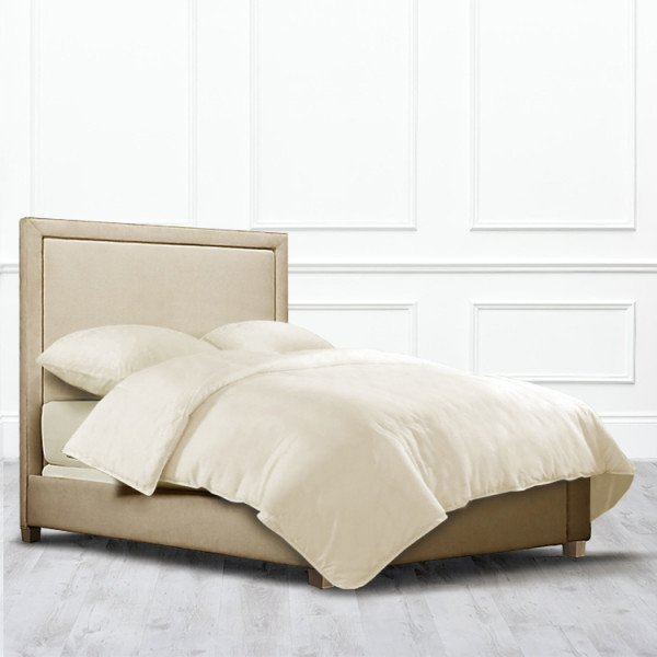 Кровать Stockton из массива с обивкой бежевого цвета