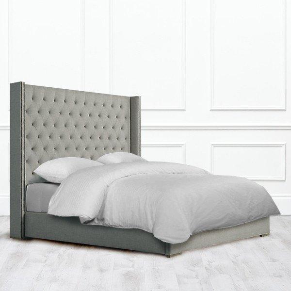 Кровать Clovis из массива с обивкой серого цвета 160х200