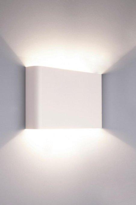 Настенный светильник Haga белого цвета