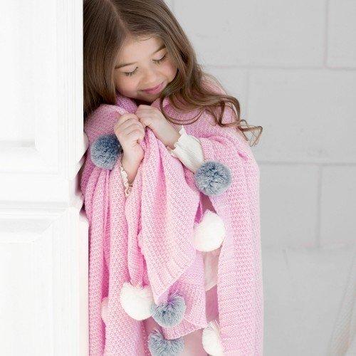 Плед Pompon розового цвета с белыми и серыми помпонами