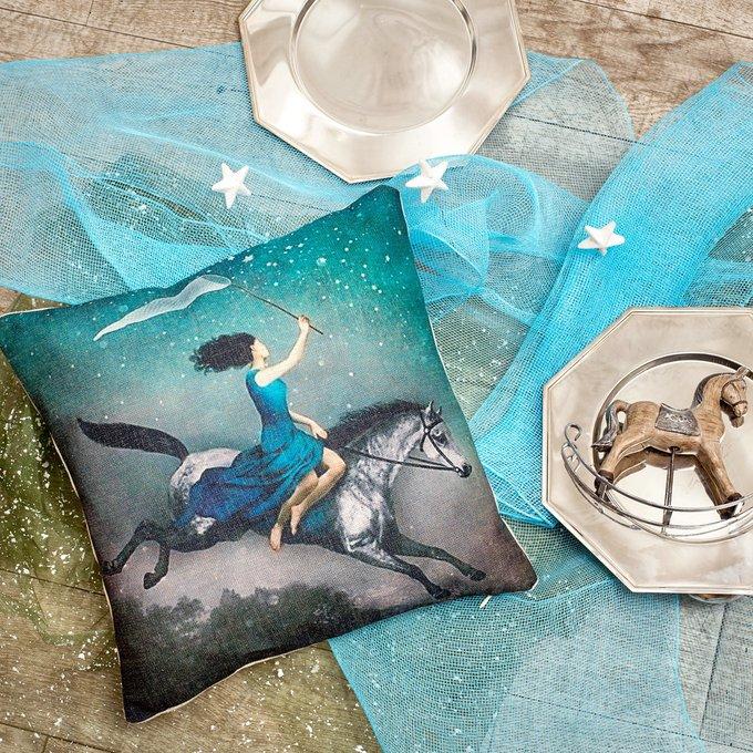 Декоративная подушка «Ловительница звезд»