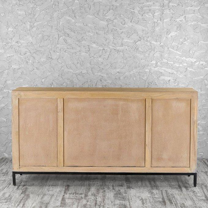 Комод бежевого цвета с дверцами и ящиками