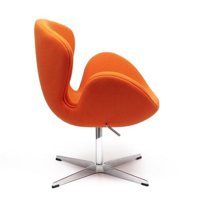 Кресло Swan Chair оранжевого цвета