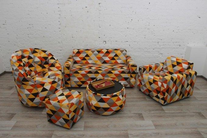 Диван-кровать с валиком и подушками