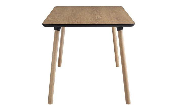Обеденный стол цвета орех