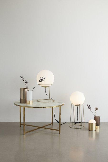 Напольная лампа с белым плафоном