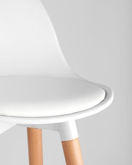 Полубарный стул Мартин белого цвета
