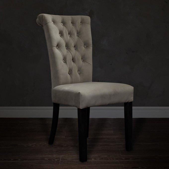 стул с мягкой обивкой бежевый велюровый