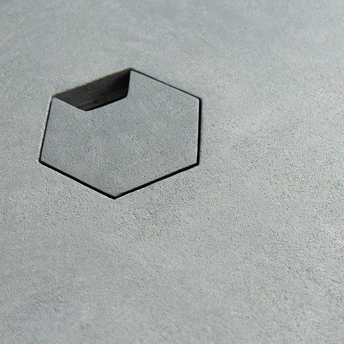 Рабочий стол Гексагон Брильянт из микроцемента в сером цвете