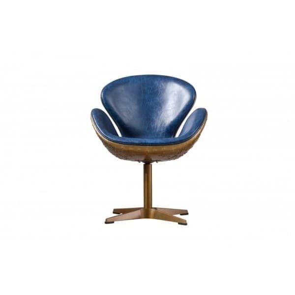 Кресло с кожаной обивкой синего цвета